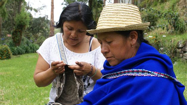 """Queremos que 199 mujeres más se sumen al proyecto """"La Mujer Indígena: tejedoras de paz en Colombia"""""""