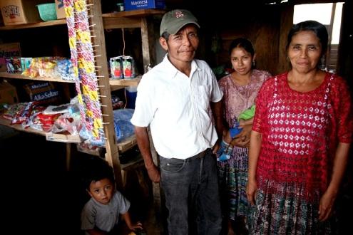 Ayudamos a familias pobres de Guatemala a acceder a servicios microfinancieros