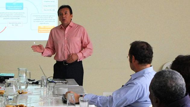 Coorganizamos un evento para debatir sobre microfinanzas y desarrollo en Ecuador