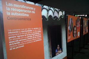 Sevilla acogió una exposición fotográfica sobre el impacto social y económico de las microfinanzas para reducir la pobreza