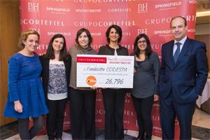 Recibimos el cheque de más de 26.000 € recaudados en el rastrillo solidario de Women´Secret