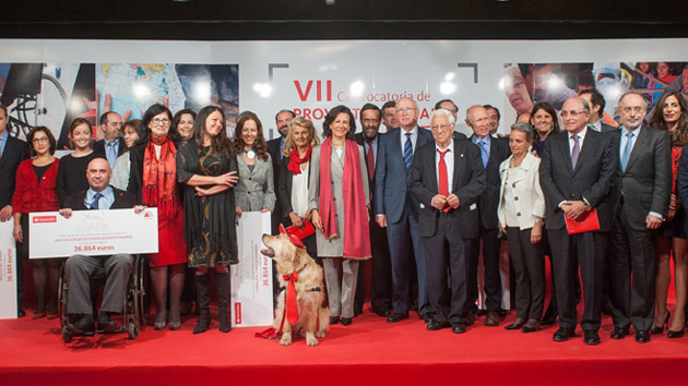 Los empleados del Banco Santander entregan 368.000 euros a diez ONG españolas