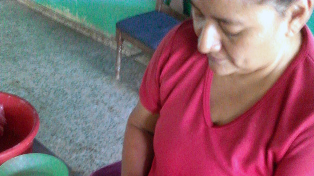 """""""Los ingresos son utilizados en los estudios de mis hijos; y en los míos"""". María Esperanza Rodriguez, Honduras. #unahistoriaquecontar"""