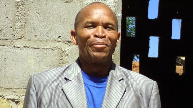 Una carrera continua, de 58 años, llena de obstáculos en Angola