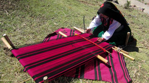 Grupo Lar apoya a las mujeres indígenas artesanas del lago Titicaca
