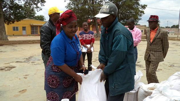 Luchamos contra el hambre en Angola, a través de los bancos de semilla