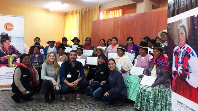 Mujeres de Perú y Bolivia reciben su certificado