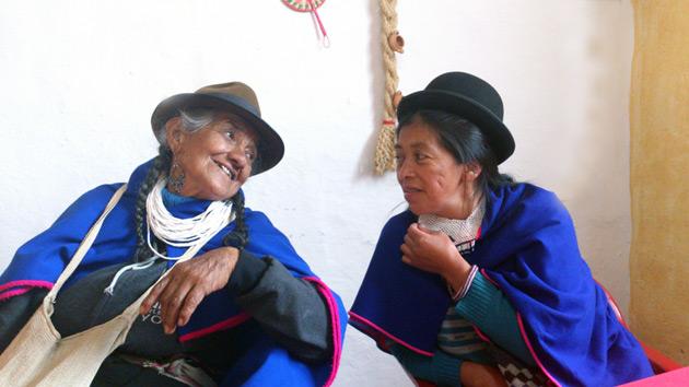 Mujeres artesanas, un movimiento por la paz en el interior de un conflicto armado