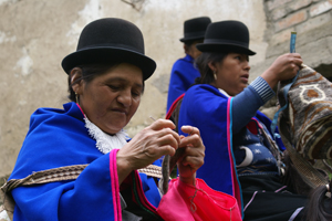 Reducimos la discriminación que sufren las mujeres gracias a la comercialización de sus productos artesanales
