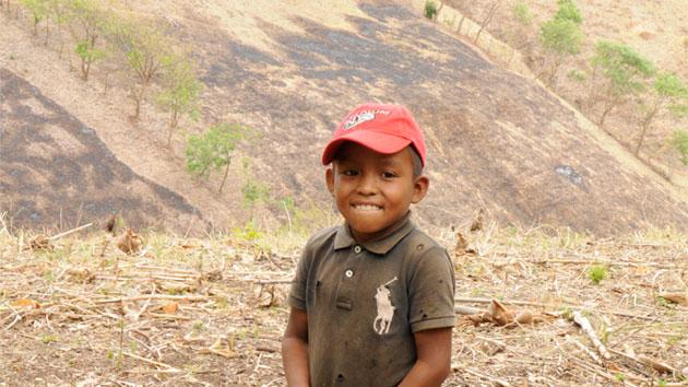 Pozos y zanjas cooperativas que mejoran un 30% la productividad de pequeños agricultores en Nicaragua
