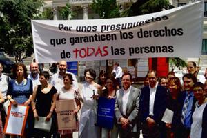 Más de 400 ONGD exigen en el Congreso unos presupuestos que respeten los derechos de todas las personas. #Presupuestoshumanos