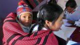 """Talleres para que las mujeres del Altoandino peruano """"tejan"""" un futuro próspero"""