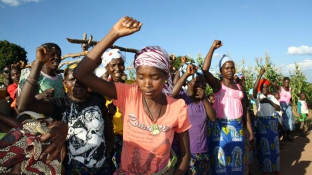 Campesinos en Angola reciben el título que les otorga la propiedad de sus tierras