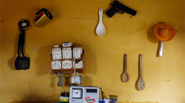 Un viaje íntimo a pequeñas realidades entre paredes y trochas