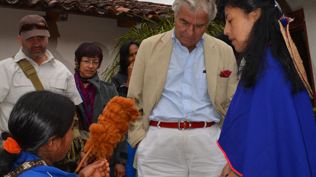 El embajador español en Colombia visita nuestro proyecto de mujeres artesanas en la región del Cauca